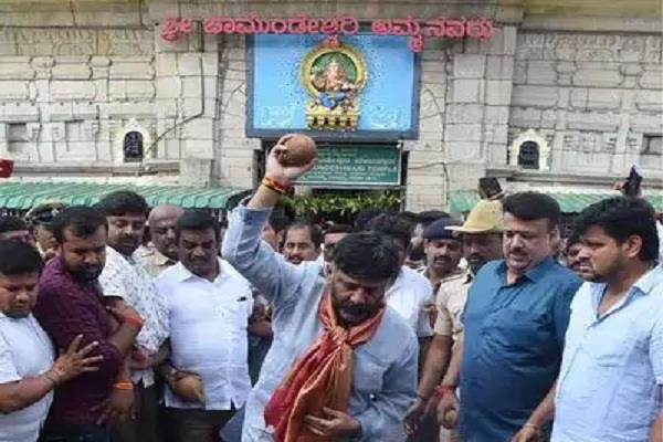 karnataka leaders worship in temples to win by elections