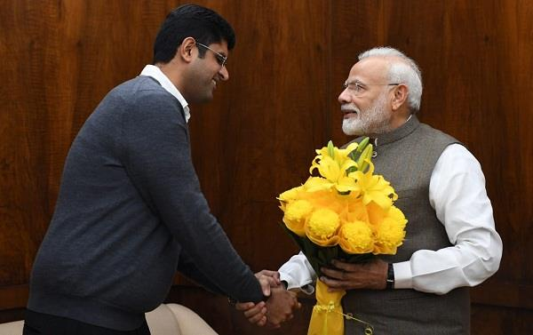pm and haryana deputy cm meet to be linked with delhi elections