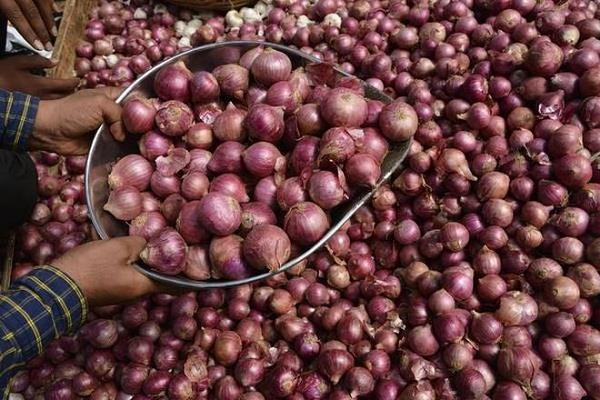 onion reaches record of rs 165 per kg