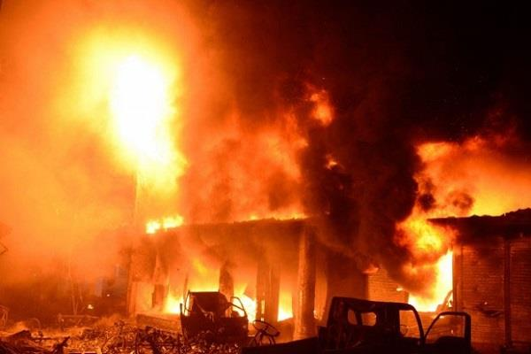 13 killed in plastic factory fire in bangladesh