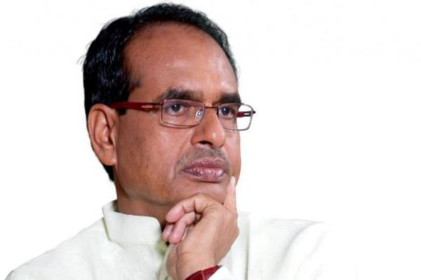 shivraj singh chauhan surrounded by saying  don  speaker