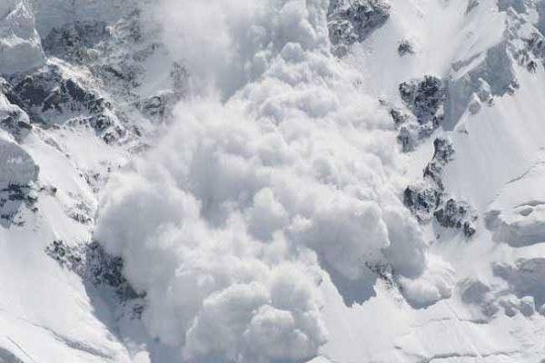 himachal fall in glacier