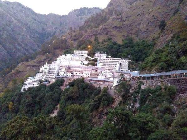 devotees will be worshiping maa vaishno devi from natural cave on 14 jan