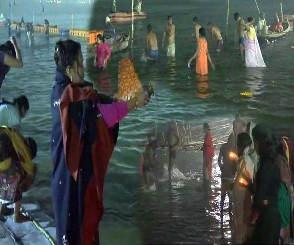 kumbh 2019 more than 10 million pilgrims plunge at poush purnima