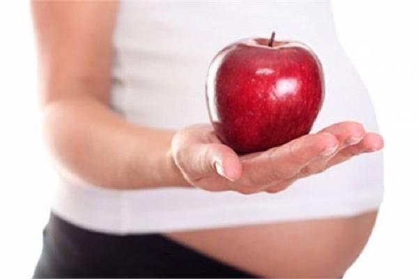 जानें, प्रेग्नेंसी में सेब खाने का सही समय और फायदे
