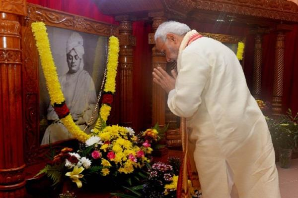 pm modi give tribute to swami vivekananda
