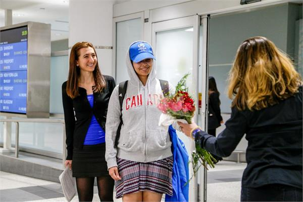saudi teen who fled family welcomed as brave new canadian in toronto