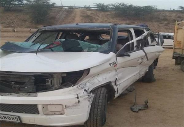 two dead 5 injured in car accident