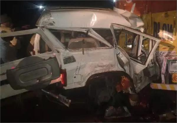 four killed in truck accident in fatehpur