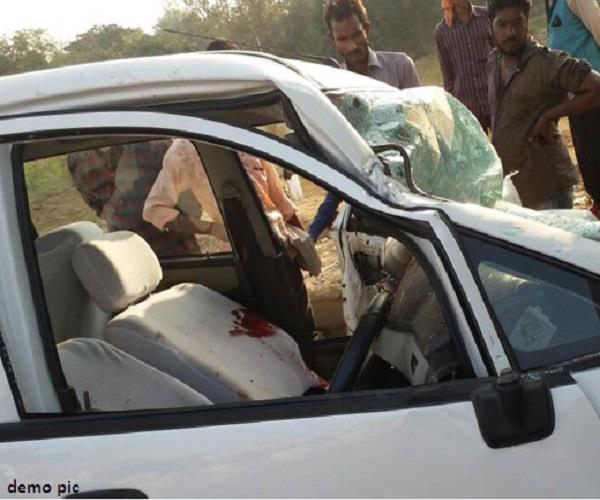 jaunpur the death of a couple by colliding between two cars