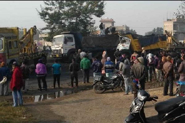 dhanbad three people killed in a speeding havoc two truck collisions