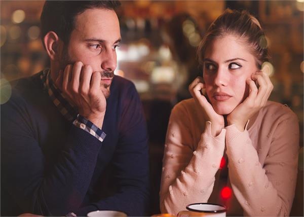 गर्लफ्रेंड से न करें ये 5 सवाल, नहीं तो रिश्ता जाएगा टूट