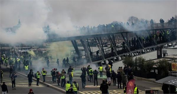 france yellow west protesters attacks ministry building
