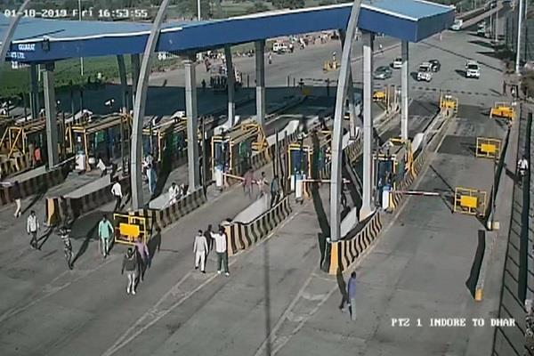 naughty ransacked toll plaza imprisoned in cctv