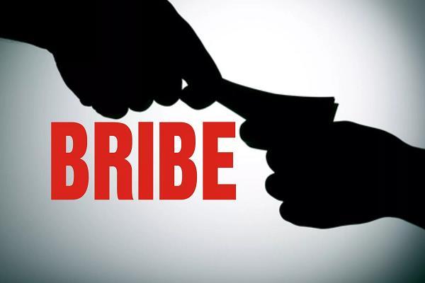 lokayukta sticks to the accountant takes bribe