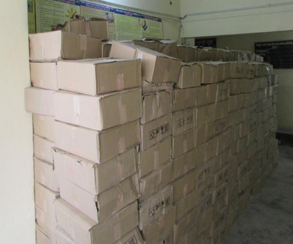 up 471 boxes of 26 lakh rupees arrested including illegal liquor