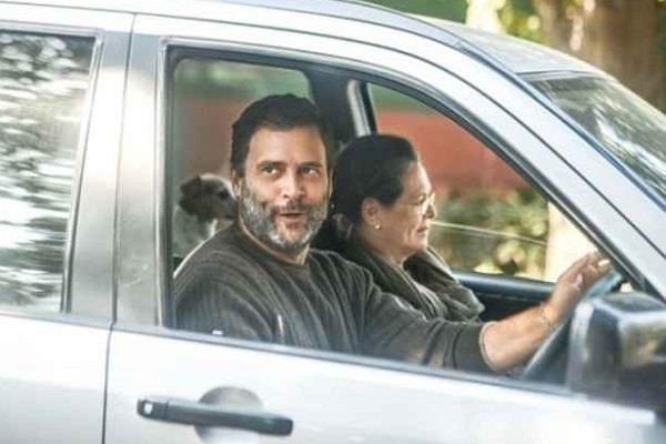 rahul visits goa for vacation with mother