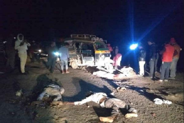 jharkhand three people were killed an accident auto driver in latehar