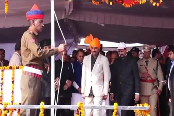 state minister krishna bedi hoisted national flag tribute to martyrs in