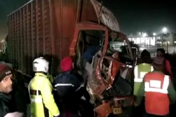 three trucks collide with the national highway