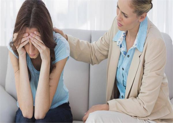 Teenage love: बेटी बताए अपना क्रश तो उसे यूं करें हैंडल