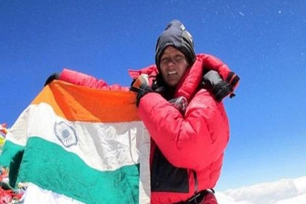 arunima sinha becomes world first woman amputee to scale mount vinson