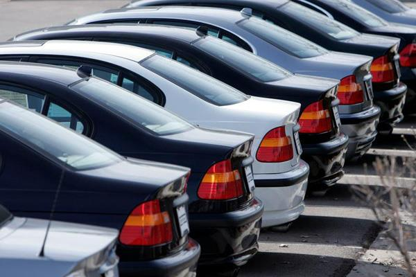 90 percent of customers collect information online before buying a car