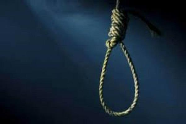 women commit suicide by hanging