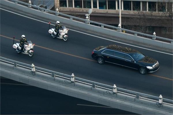 kim jong un s motorcade heads out on day 2 of china trip