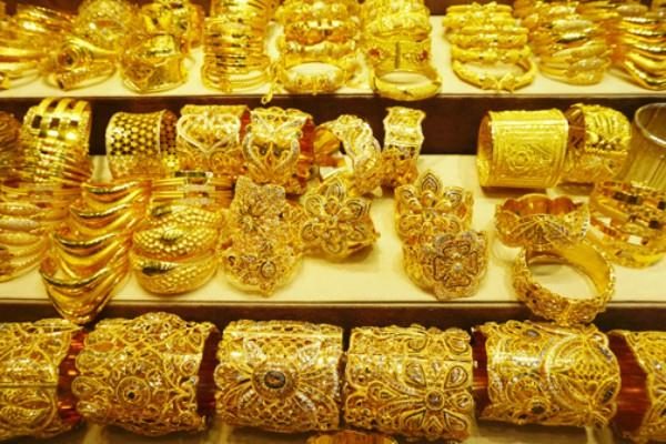 gold crosses 33 thousand for the second time this year
