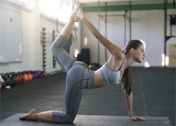 Women Fitness: जिम नहीं जाती तो घर पर ही करें ये 6 एक्सरसाइज