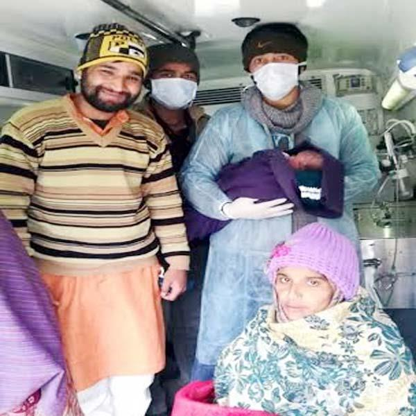 pilot ankush and emt sudhir become angel for pregnant woman