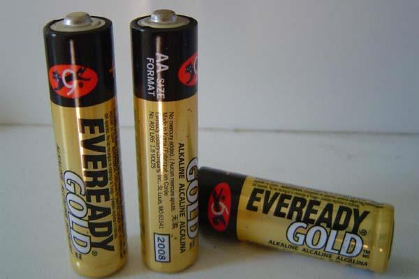 the country s number 1 company eveready is selling battery flashlight