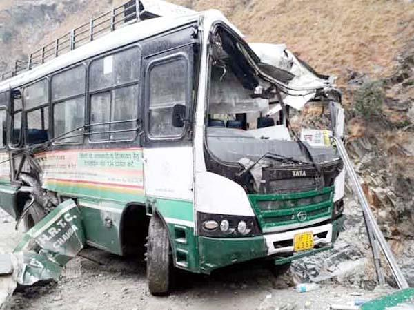 hrtc bus came in grip of landslide in chamba