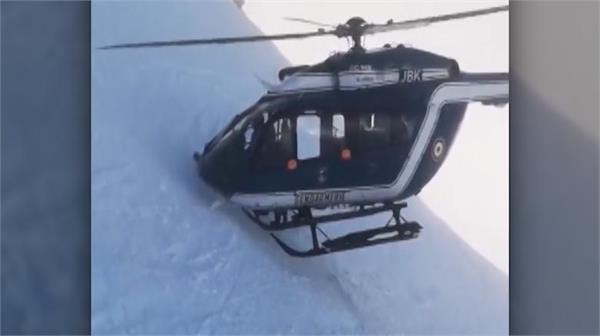 skilful helicopter pilot lands on mountainside in french alps to rescue