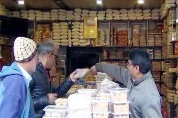 inflation heavy at lohri festival buyers are not getting to shopkeepers