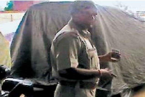 chargesheet on policemen giving wrong information about goods found in