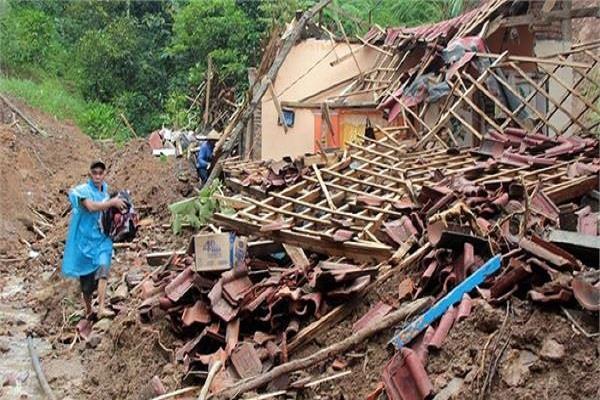 indonesia landslide killed 18 people