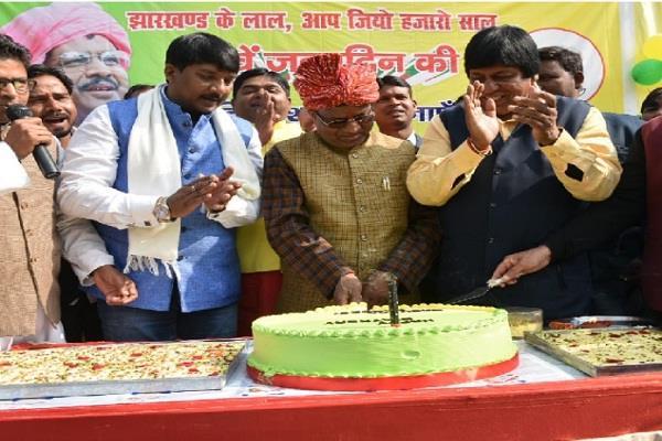 former cm babulal marandi celebrates 61st birthday cm raghubar congratulates