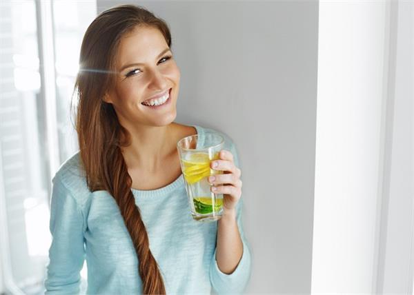 इम्यूनिटी बूस्टर है शहद-नींबू पानी, मिलेंगे और भी कई फायदे
