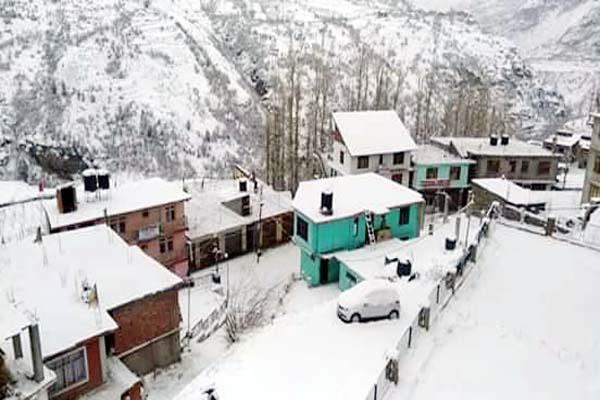 changed color of the weather again snow start in rohtang and lahoul