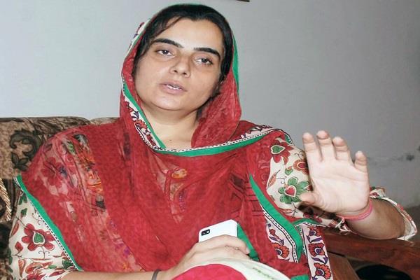 badal try not to solve punjab issues baljinder kaur