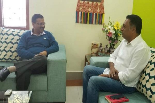 actor prakash raj meet chief minister kejriwal