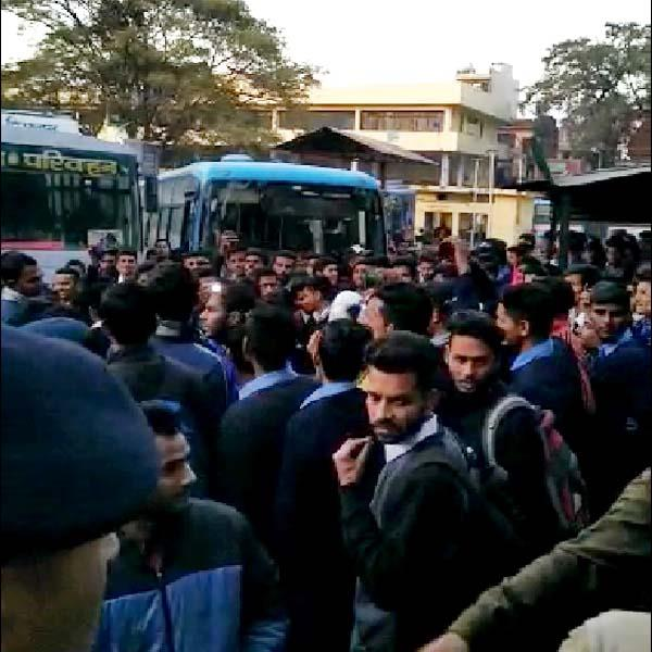 ruckus of students in nahan bus stand know what was the reason