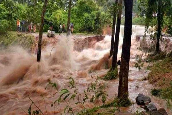 15 people dead 20 missing in indonesia landslide
