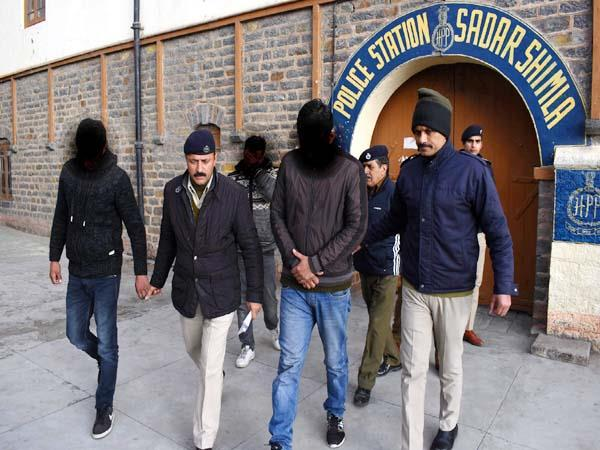 the accused of sell fake degrees sent to the police remand