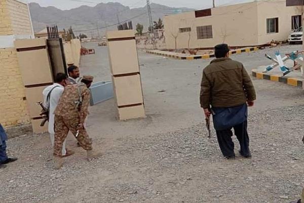 9 killed in terrorist attack at dig office in quetta