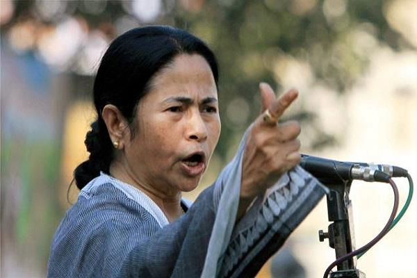 mamta banerjee hands in ajma badminton video