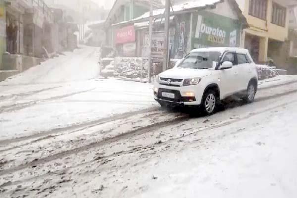 snowfall in upper areas of sirmaur touist take enjoy of snow