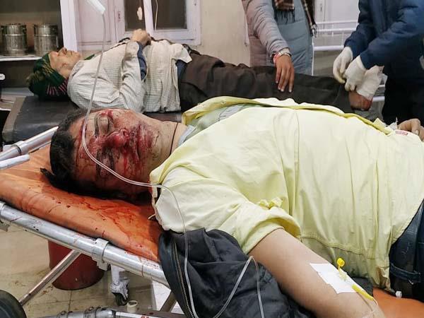 horrific collision in 2 bikes 3 injured referred to jalandhar and pgi